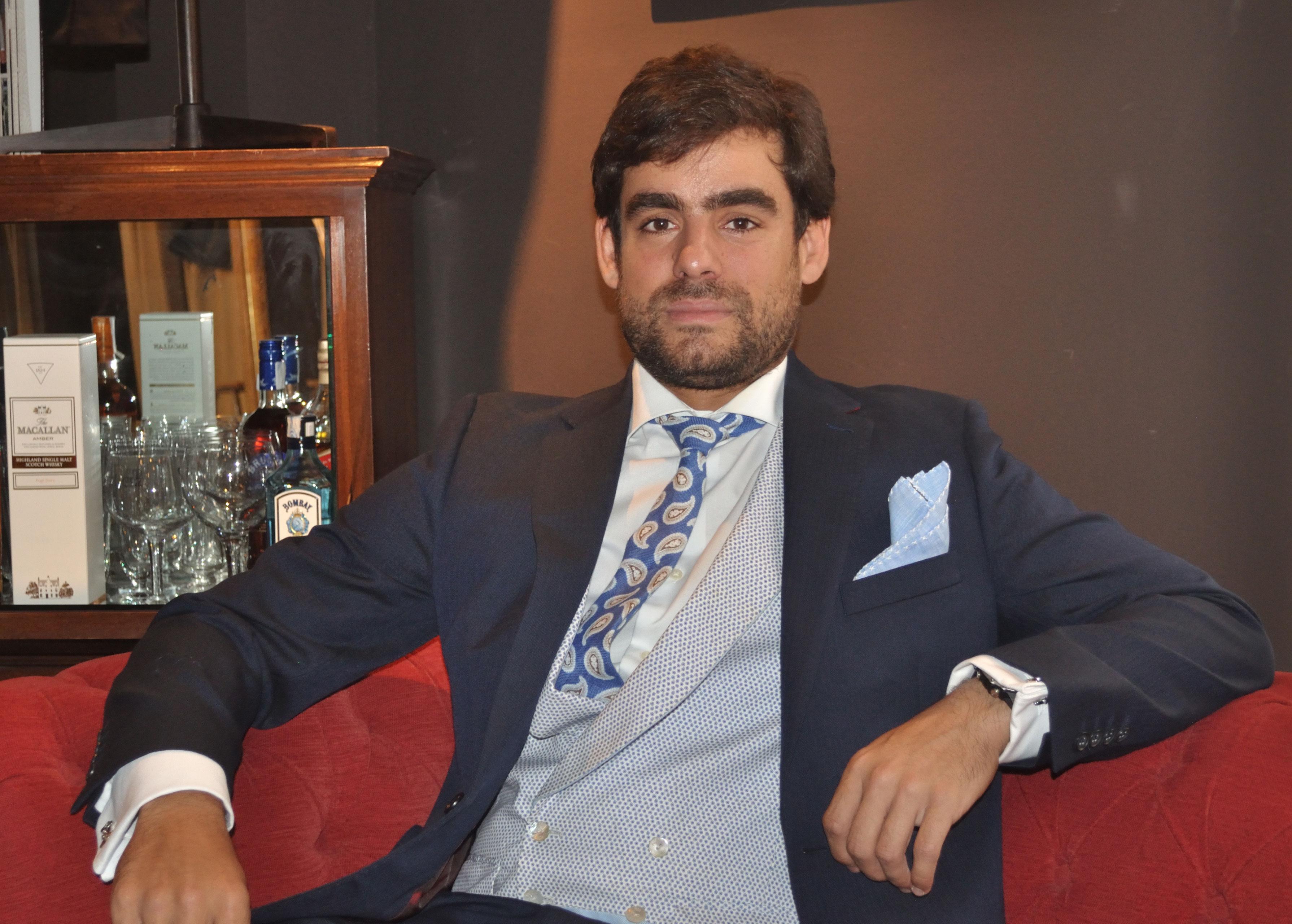 Alvaro de la Peña con chaleco reversible de Pugil