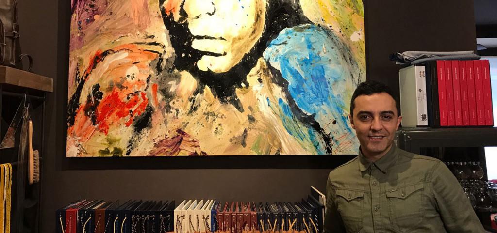 Angel Ruiz en la sastreria Pugil Store